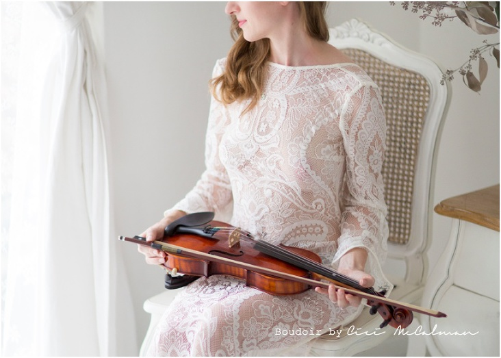 Graceful violinist boudoir photography session is featured today www.bambooshoots.com.sg/blog/